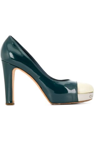 CHANEL 2000's two-tone pumps