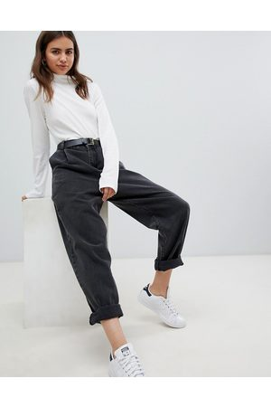 ASOS DESIGN Tapered boyfriend jeans with curved seams and belt in washed