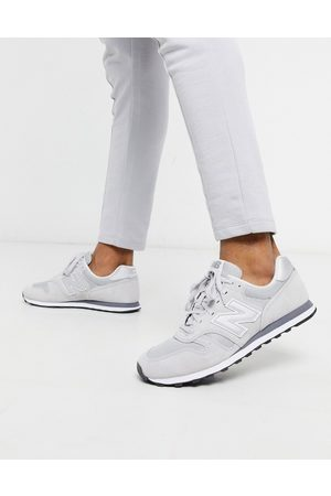 New Balance 373 trainers in