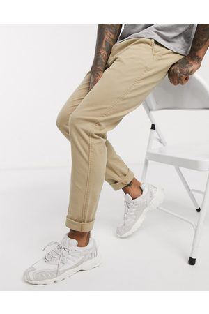 Levi's Slim tapered fit chinos in true chino shady wash