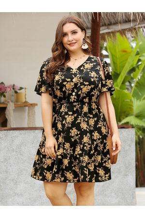 YOINS Plus Size V-neck Floral Print Button Design Short Sleeves Mini Dress