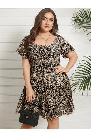 YOINS Plus Size Square Neck Leopard Short Sleeves Dress