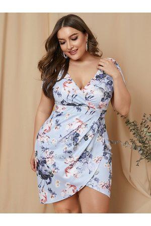 YOINS Plus Size Blue Random Floral Print Wrap Design Short Sleeves Dress