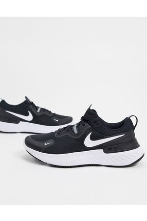 Nike React Miler trainers in