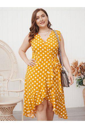 YOINS Plus Size V-neck Polka Dot Wrap Design Sleeveless Midi Dress