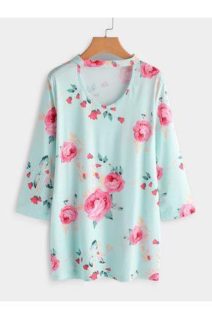 YOINS Plus Size Floral Print V-neck T-shirt