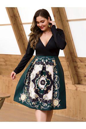 YOINS Women Midi Dresses - Plus Size Black Patchwork Deep V Neck Paisley Dress