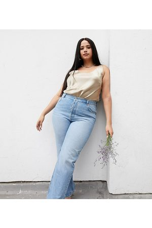 ASOS Curve ASOS DESIGN Curve recycled mid rise '90's' straight leg jeans in midwash