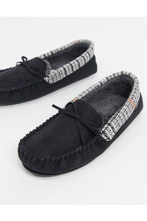 Totes Moccasin slippers in with houndstooth collar