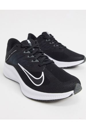 Nike Quest 3 trainers in