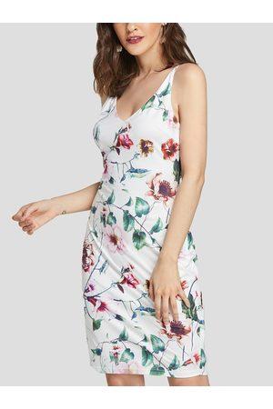 YOINS Floral Print Adjustable Shoulder Straps V-neck Backless Loose Waist Dress