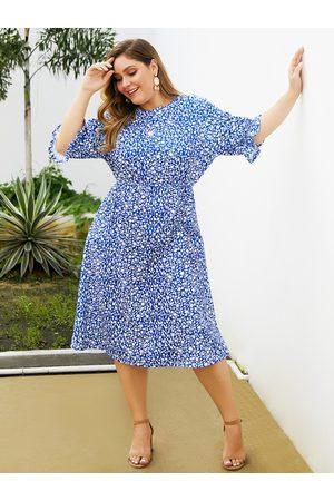 YOINS Plus Size Calico Ruffle Trim Round Neck Dress