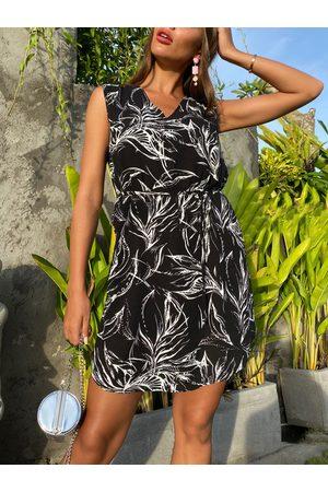 YOINS Belted Tropical Lace-up Design V-neck Sleeveless Dress
