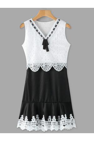 YOINS Casual Lace Insert V-neck Sleeveless Mini Dress
