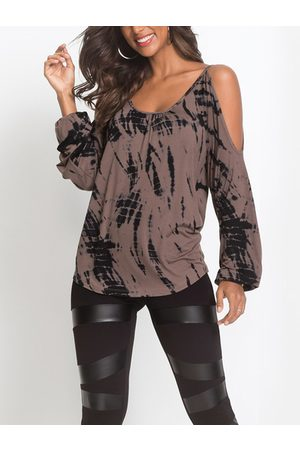 YOINS Contrast Printed Cold Shoulder Long Sleeves Curved Hem Casual T-shirt