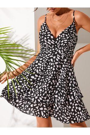 YOINS Black Tiered Design Animal V-neck Sleeveless Dress