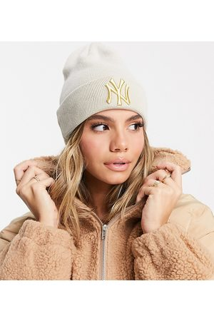 new era Exclusive beanie in with gold NY