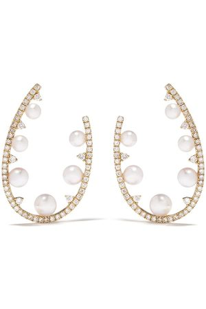 Yoko London 18kt yellow diamond pearl Sleek hoop earrings