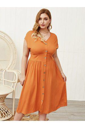 YOINS Plus Size Button Design V-neck Sleeveless Dress