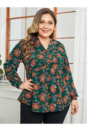 YOINS Plus Size Green Floral Print V-neck Blouse