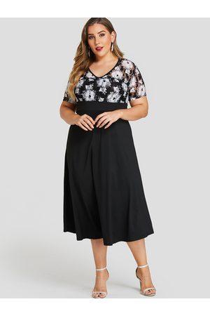 YOINS Plus Size Multi Lace Floral Print V-neck Dress