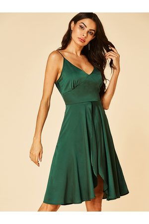 YOINS Plain Backless Deep V Neck Sleeveless High-Waisted Dress