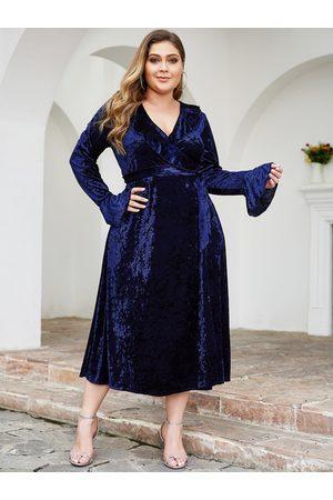 YOINS Plus Size Wrap Design Velvet Dress