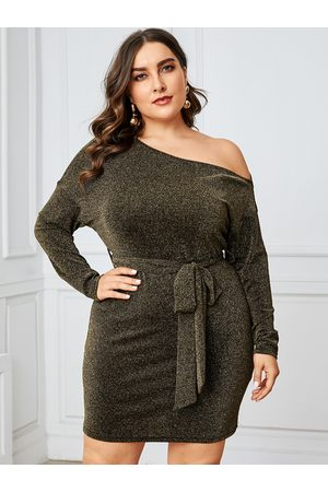 YOINS Plus Size Black Belt Design One Shoulder Dress