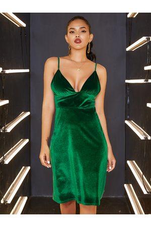YOINS Backless Design Deep V Neck Sleeveless Velvet Dress
