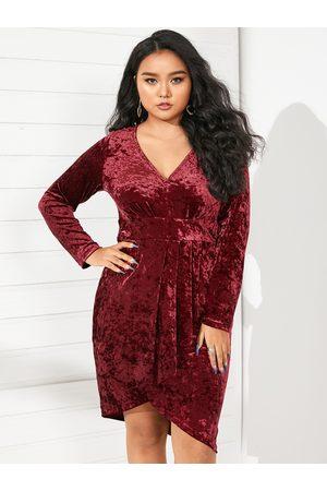 YOINS Plus Size V-neck Pleated Design Christmas Long Sleeves Mini Dress