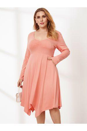 YOINS Plus Size V-neck Side Pockets Pleated Criss-cross Long Sleeves Midi Dress