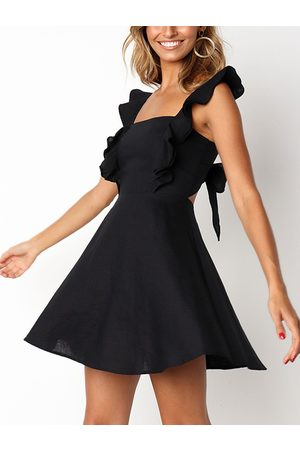 YOINS Cut Out Back Self-tie Sleeveless Ruffle Mini Dress