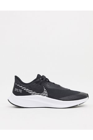 Nike Quest 3 Shield trainers in