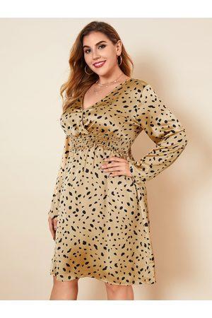 YOINS Plus Size V-neck Animal Wrap Design Long Sleeves Midi Dress