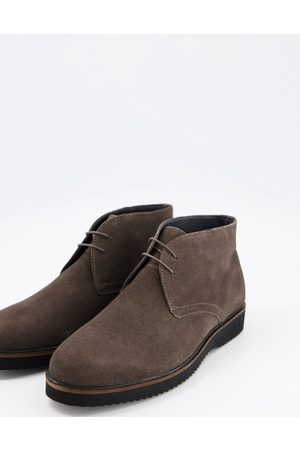 Schuh Griffin chukka boots in charcoal suede