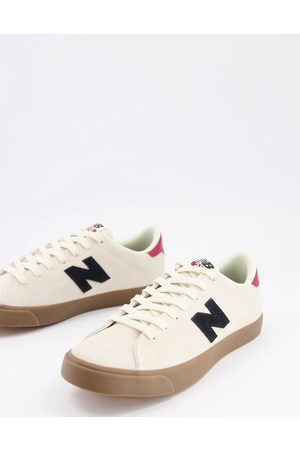 New Balance 210 trainers in with gum sole