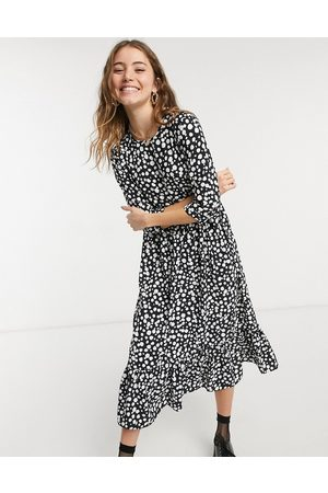 Style Cheat Long sleeve tiered smock midi dress in spot print
