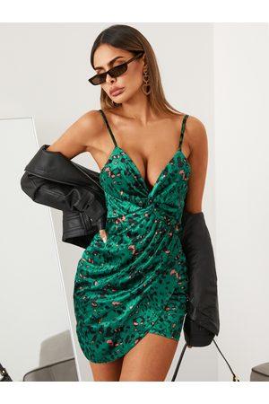 YOINS Women Printed Dresses - Leopard Twist Deep V-neck Sleeveless Velvet Dress
