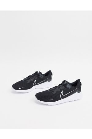 Nike Renew Arena 2 trainers in and white