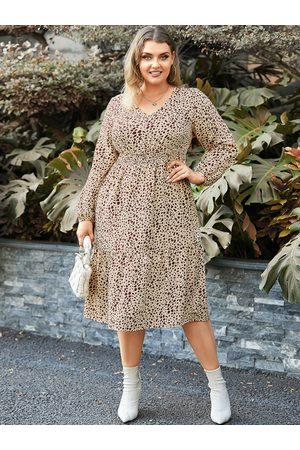 YOINS Plus Size V-neck Polka Dot Shirring Midi Dress