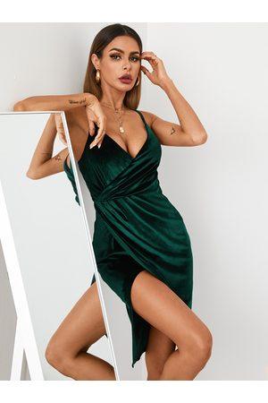 YOINS Twist Slit Design V-neck Sleeveless Midi Dress