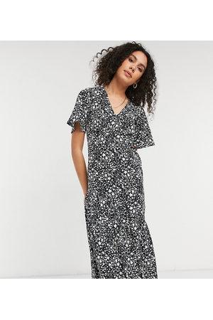 New Look Tiered hem midi dress in star print