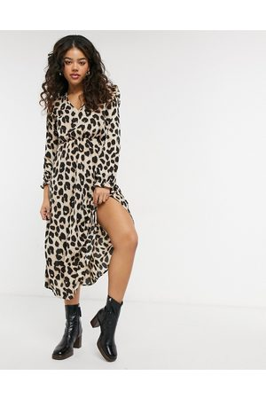 Pieces Midi dress with frill shoulder in leopard print