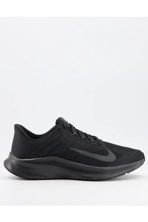 Nike Quest 3 trainers in triple
