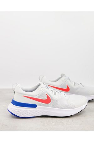 Nike React Miler trainers in off