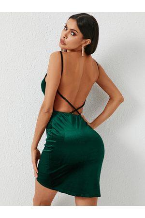 YOINS Backless Design V-neck Sleeveless Dress