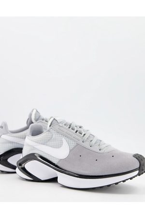 Nike D/MS/X Waffle trainers in wolf