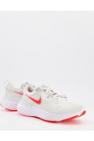 Nike Running Valentines React Miler trainers in
