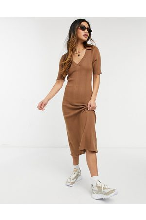 Fashion Union Women Casual Dresses - Lightweight wide rib knitted midi dress with collar detail