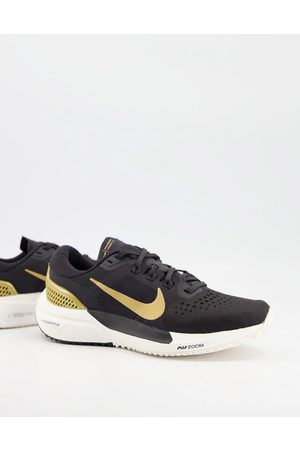 Nike Air Zoom Vomero 15 trainers in and gold
